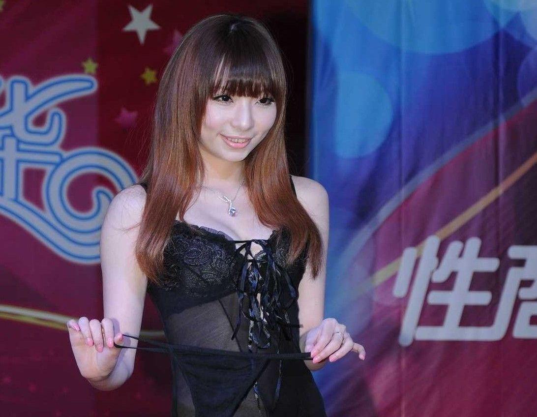 """视频:""""义乌西乔""""成人器具展――2012上海成人展性shangjia�hao�活动"""