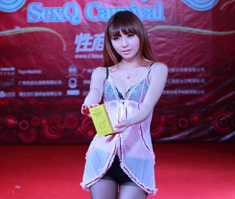 """视频:""""日本对子哈特""""产pin展示――2012上海成人展性shangjia�hao�活动"""