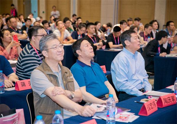 论坛视频|xingye专家�zhi�jie答情趣wen题!